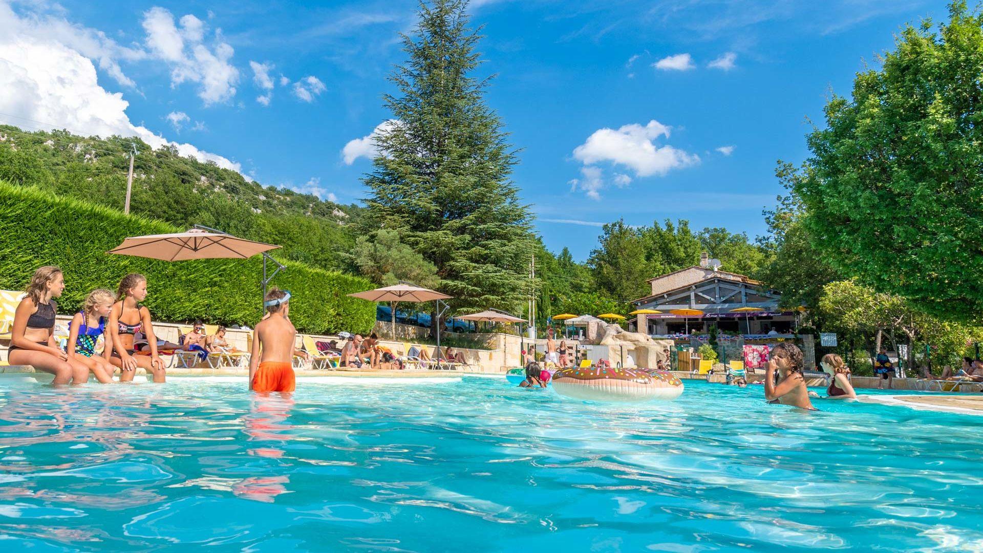 Camping dans le Verdon, la piscine
