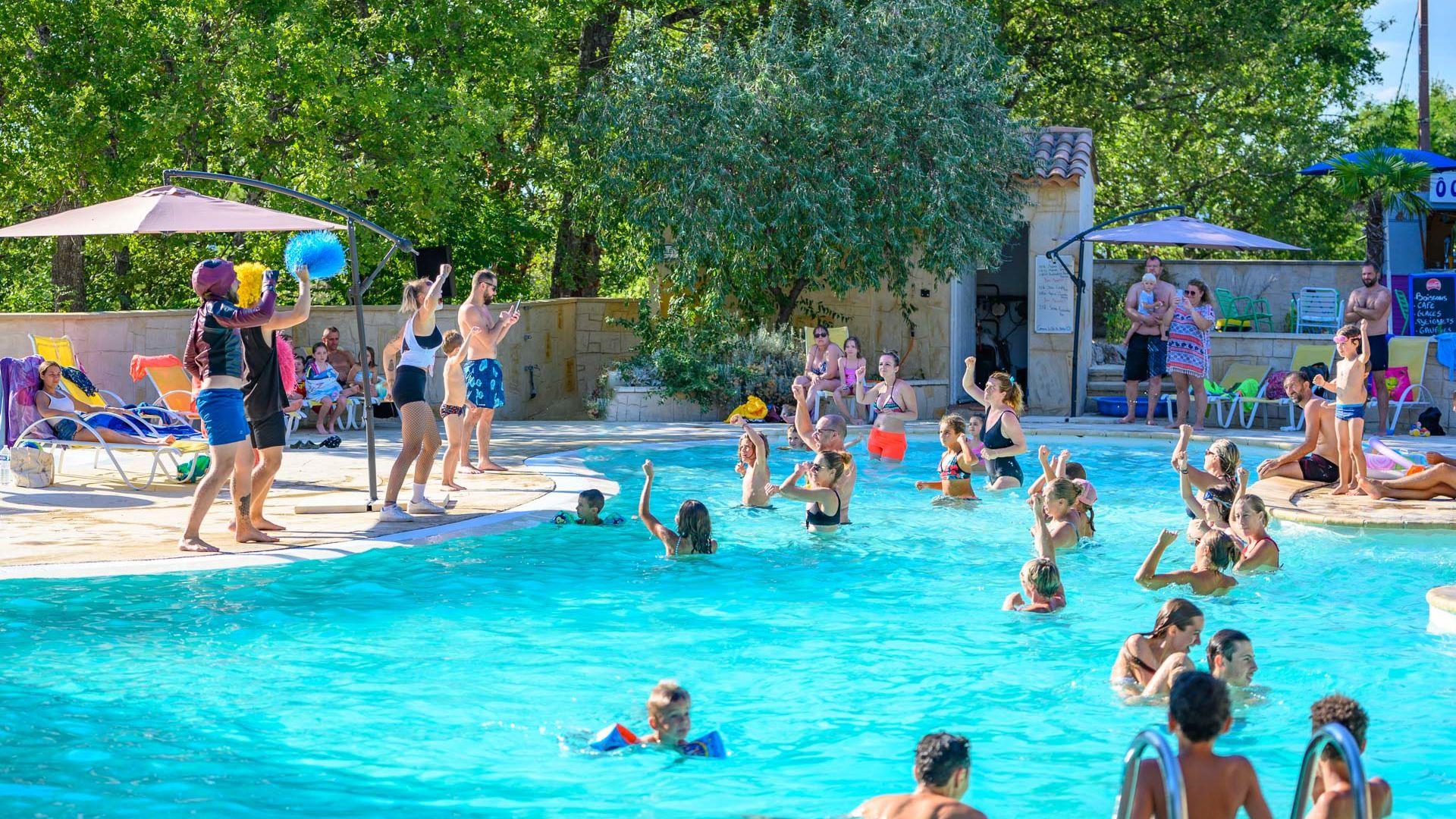 Les animations sur la piscine du camping le Clos de Barbey à Bauduen dans les Gorges du Verdon